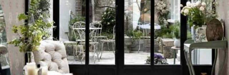 serre de jardin bien choisir sa porte le jardineur. Black Bedroom Furniture Sets. Home Design Ideas