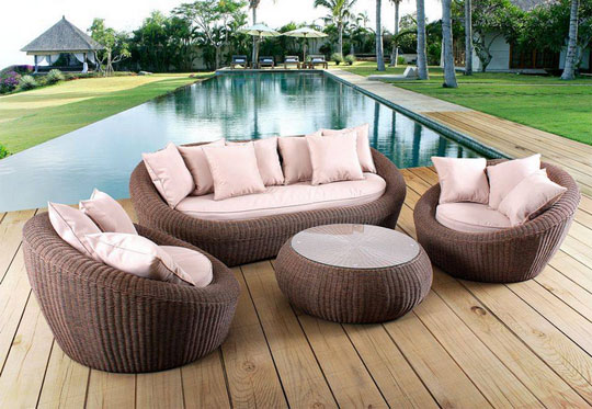 optez pour des meubles gain de place pour un salon de jardin confortable. Black Bedroom Furniture Sets. Home Design Ideas